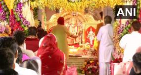 शारदीय नवरात्रि शुरू, मंदिरों में लगी भक्तों की भीड़, PM ने दी बधाई