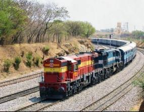 रेल यात्रियों के लिए दिल्ली अभी दूर, न जाने के मिल रही गाड़ी, न आने के लिए