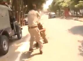 Fake News: क्या चालान के पैसों को लेकर लड़ रहे पुलिसवाले ?