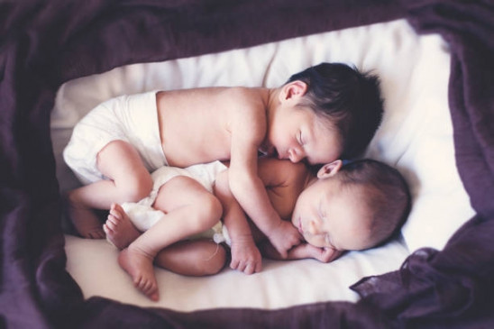 बचाव कर्मियों की मदद से अस्पताल पहुंची गर्भवती ने जुड़वा बच्चों को जन्म दिया