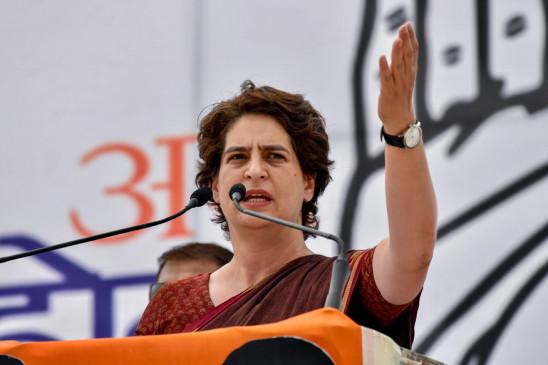 ऐतिहासिक मंदी को स्वीकारे सरकार, कब तक हेडलाइन मैनेजमेंट से चलाएगी काम: प्रियंका
