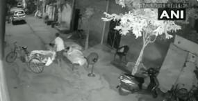 परिवार के साथ सो रहे बच्चे को चुराने की कोशिश, आरोपी गिरफ्तार, देखें वीडियो