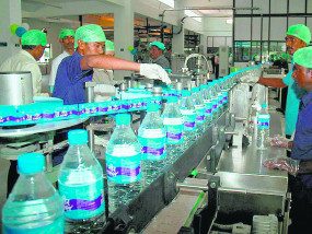IRCTC करेगा रोजाना 72000 बोतल रेल नीर का उत्पादन, 9 जगहों पर लगाएगा प्लांट
