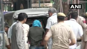 चाकू लेकर संसद में घुस रहा था राम रहीम का समर्थक, हिरासत में लिया गया