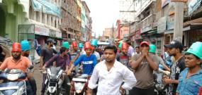 मोटर व्हीकल एक्ट के विरोध में RJD का प्रदर्शन, सिर पर बाल्टी पहनकर निकाला मार्च
