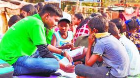 स्लम एरिया के बच्चों को शिक्षा से जोड़कर उड़ान दे रही एकेडमी ड्राइव