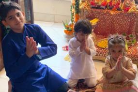 गणपति बप्पा के जयकारे लगाते हुए तैमूर का वीडियो वायरल