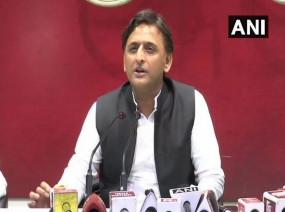 अखिलेश ने रद्द किया रामपुर दौरा, योगी सरकार और कांग्रेस पर साधा निशाना