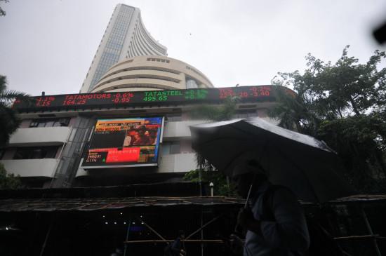 शेयर बाजार में गिरावट, सेंसेक्स 155 अंक नीचे (राउंडअप)