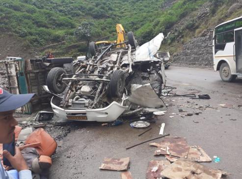 उत्तराखंड: देवप्रयाग में भूस्खलन की चपेट में आई गाड़ी, पांच लोगों की मौत