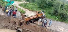 बारिश से बेहाल विदर्भ, कही ट्रक धंसा तो कहीं शहरों से गांव का संपर्क टूटा