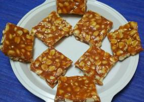 वीडियो रेसिपी : घर पर बनाएं मूंगफली की गजक