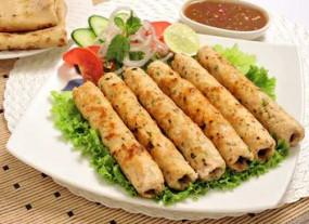 वीडियो रेसिपी : स्टार्टर के लिए घर पर बनाएं टेस्टी चिकन सीख कबाब