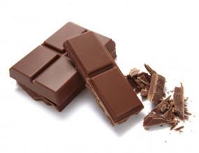 वीडियो रेसिपी: पांच मिनट में घर पर बनाएं टेस्टी फ्रूटी चॉकलेट