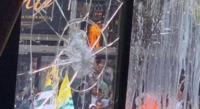 लंदन: पाकिस्तानियों ने भारतीय उच्चायोग की बिल्डिंग पर फेंके अंडे-पत्थर, दो गिरफ्तार