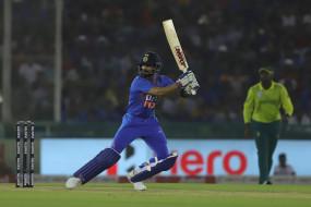 कोहली टी-20 में सबसे ज्यादा रन बनाने वाले बल्लेबाज बने, रोहित को पीछे छोड़ा