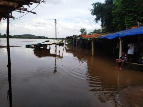 पेंच डैम से पानी छोड़ा नहीं फिर भी बीना संगम में उफान से इलाके में घुसा पानी, डूबी दुकानें