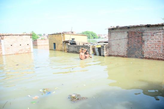 उप्र : बढ़ रहा गंगा-यमुना का जलस्तर, तटवर्ती लोगों का पलायन शुरू