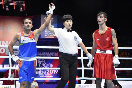 विश्व मुक्केबाजी चैम्पियनशिप : पंघल सेमीफाइनल में, पदक पक्का