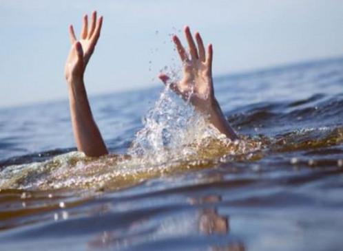 युवा पौत्र के डूबने की खबर सुन दादा की मौत, युवक को बचाने में गई जान