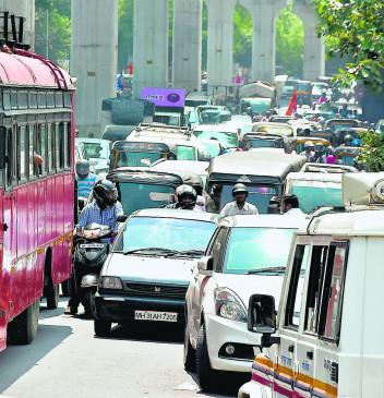 उम्मीदवारों के शक्ति प्रदर्शन से लड़खड़ाई ट्रैफिक व्यवस्था, घंटो जाम में फंसे रहे लोग