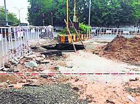 निर्माण कार्य की सामग्री सड़क पर बखरी,7 हजार लोगों से वसूला सवा करोड़ जुर्माना