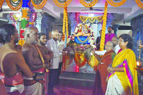 बालाजी मंदिर में झूलोत्सव की धूम, 20 को निकलेगी बालाजी की बारात