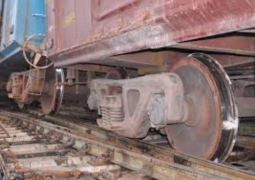 नागपुर-दिल्ली ट्रैक पर मालगाड़ी बेपटरी होने से 20 ट्रेनें अटकीं