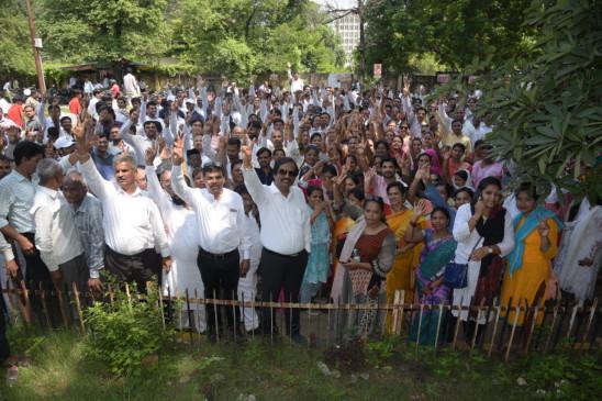 मेघे, पारवे, ठाकरे, पांडव समेत 31 प्रत्याशियों ने भरे नामांकन, पुणे में चंद्रकांत पाटील का शक्ति प्रदर्शन