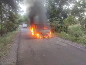 महाराष्ट्र विधानसभा चुनाव: प्रत्याशी पर फायरिंग कर वाहन फूंका , पुलिस तलाश रही आरोपियों को