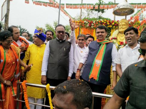 महाराष्ट्र चुनाव: प्रचार थमने के पहले सीएम फडणवीस की रैली, रोड शो में दिखाई ताकत