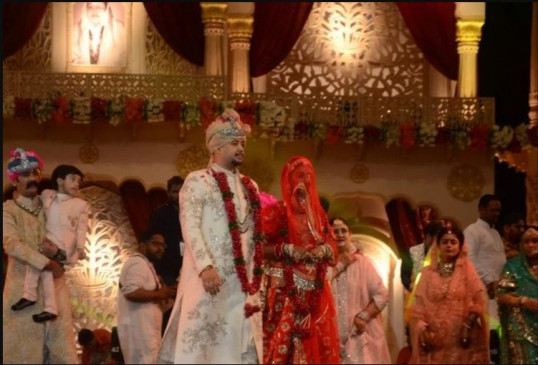 दुल्हन बनीं रीवा की राजकुमारी मोहिना, राजपूतानी जोड़े में लग रही थीं खूबसूरत