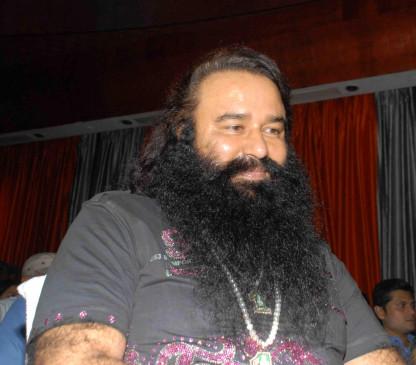 बाबा जेल में पर राम रहीम के डेरे पर अब भी माथा टेक रहे नेता