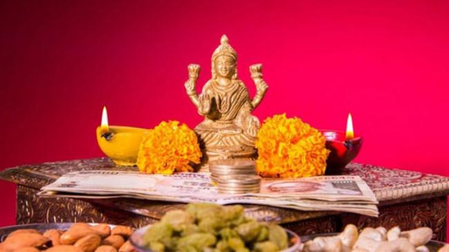 Dhanteras 2019: इन बधाई संदेशों के माध्यम से अपनों को दें शुभकामनाएं, मधुर होंगे संबंध