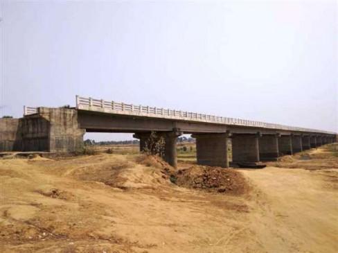 बिहार : संपर्क पथ नहीं, त्रासदी झेल रहे 2 राज्यों के लोग