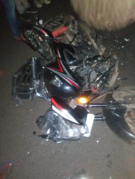 अज्ञात वाहन से टकराए बाइक सवार, एक मृत- लिंगा के समीप हुआ हादसा, दो गंभीर