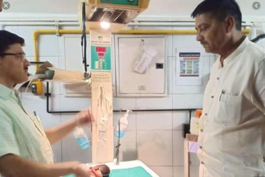 श्मशान में मटके के अंदर मिली बच्ची को भाजपा विधायक ने लिया गोद