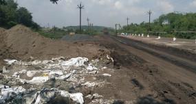पैनगंगा नदी पुलिया तक की सड़क तय समय के बाद भी नहीं बन पाई