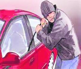 बैंक के सामने खड़ी कार का कांच फोड़कर 9 लाख रुपए उड़ाए, सीसीटीवी कैमरे में कैद हुआ आरोपी