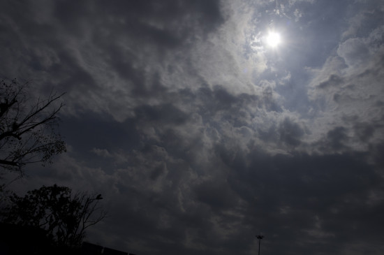 मप्र में बादल छाए और बौछारें पड़ी