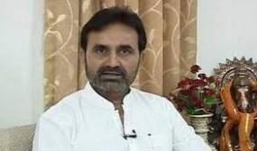 कांग्रेस -एनसीपी ने कहा - नैतिक आधार पर इस्तीफा दें फड़नवीस, चुनाव लड़ने लगे पाबंदी