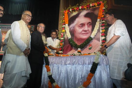 पूर्व प्रधानमंत्री इंदिरा गांधी को कांग्रेस के दिग्गज नेताओं ने दी श्रद्धांजलि