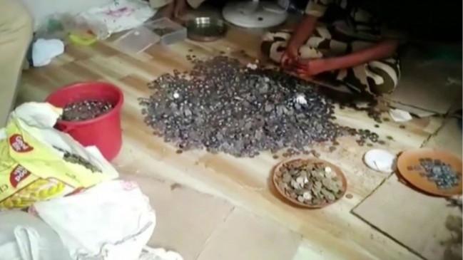 भिखारी की झोपड़ी में इतने सिक्के मिले कि दो दिन तक गिनती रही जीआरपी