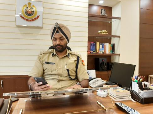 दिल्ली : डीसीपी दफ्तर पर छापे में एक पुलिसकर्मी गिरफ्तार, महिला दारोगा फरार (आईएएनएस एक्सक्लूसिव)