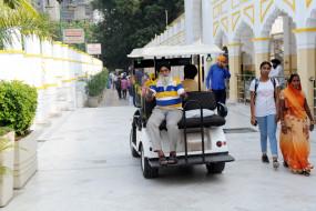 दिल्ली : गुरद्वारा बंगला साहिब में दिव्यांगों, बुजुर्गो के लिए विशेष सुविधाएं