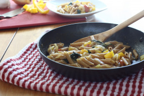 नेशनल पास्ता डे: घरवालों को बनाकर खिलाएं टेस्टी पैन पास्ता
