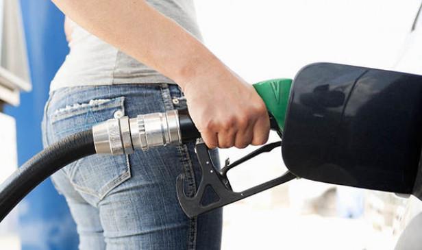 Fuel Price: डीजल की कीमतों में लगातार दूसरे दिन कटौती, पेट्रोल की कीमत स्थिर