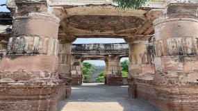 पाकिस्तान में 72 साल बाद खुले मंदिर में मनाई गई दिवाली