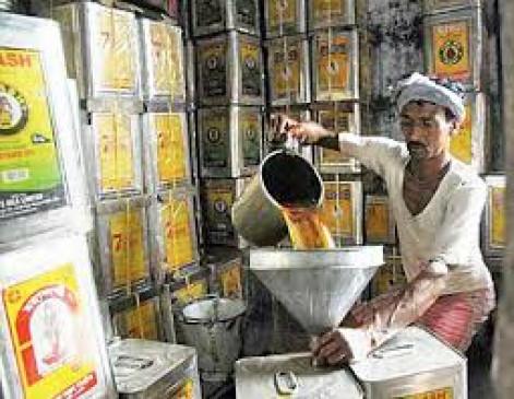 एफडीए की कार्रवाई : 7 लाख का खाद्य तेल जब्त, बेसन- मैदा भी बरामद