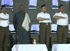 दशहरा: RSS के पथ संचलन मार्च में भागवत ने की मोदी सरकार की जमकर तारीफ